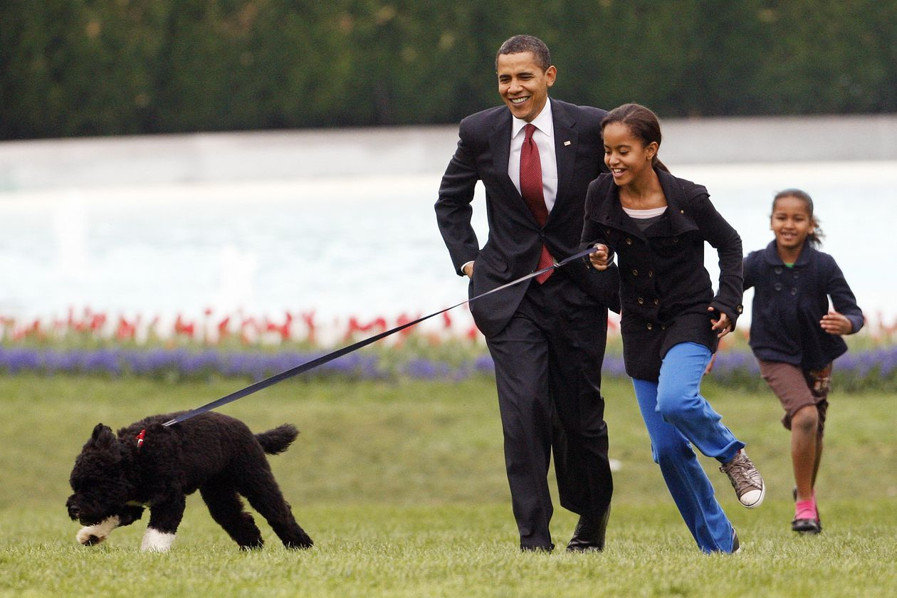 Barack Obama recounts the stress of his daughters who were followed by the secret services