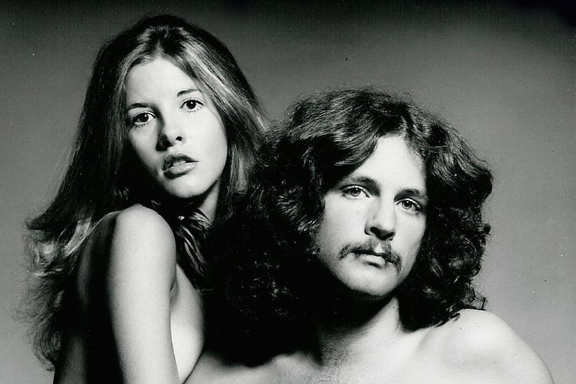 Stevie Nicks y Lindsey Buckingham en 1973, en la portada de su disco homónimo
