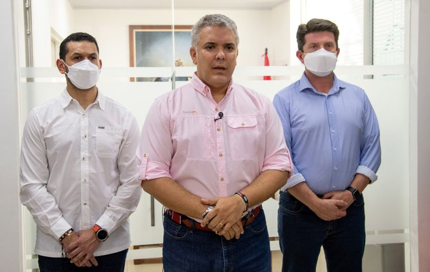 Cúcuta (Colombia), 25/06/2021.- A handout photo made available by the Colombian presidency of President Ivan Duque (C) together with Interior Minister Daniel Palacios (L) and Defense Minister Diego Molano in Cucuta, Colombia, 25 June 2021. The president of Colombia, Iván Duque, confirmed that the helicopter in which he was traveling was struck by bullets this 25 June when it was about to land in Cúcuta, capital of the department of Norte de Santander, in what he described as a 'cowardly attack'. (Atentado) EFE/EPA/Cesar Carrión / Colombian presidency HANDOUT ONLY AVAILABLE TO ILLUSTRATE THE ACCOMPANYING NEWS / MANDATORY CREDIT HANDOUT EDITORIAL USE ONLY/NO SALES