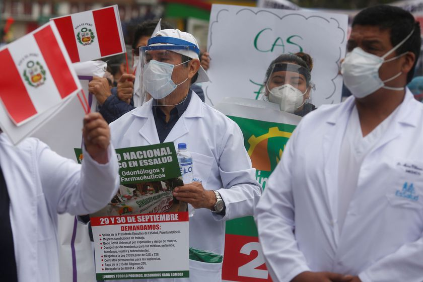 Health workers demand better working conditions and greater access to personal protective gear when treating patients suffering from the coronavirus disease (COVID-19) during a national strike, in Lima, Peru September 29, 2020.  REUTERS/Sebastian Castaneda NO RESALES. NO ARCHIVES
