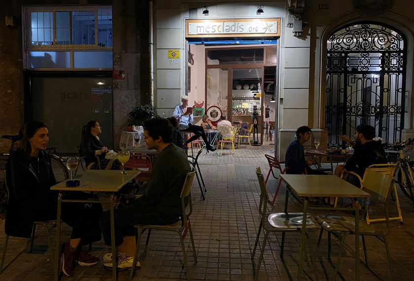 FILE PHOTO: People sit at a bar, after Catalonia's regional authorities announced restrictions to contain the spread of the coronavirus disease (COVID-19) in Barcelona, Spain October 1, 2020. REUTERS/Nacho Doce/File Photo
