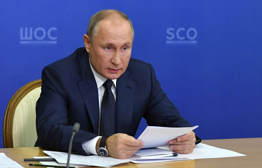 Sochi (Russian Federation), 10/11/2020.- Russian President Vladimir Putin attends a meeting of the Council of Heads of State of the Shanghai Cooperation Organisation (SCO) via videoconference in the Black sea resort of Sochi, Russia, 10 November 2020. (Rusia) EFE/EPA/ALEXEI NIKOLSKY / SPUTNIK / KREMLIN POOL MANDATORY CREDIT