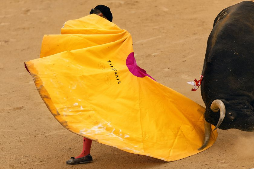 Spanish bullfighter Alejandro Talavante performs with a Juan Pedro Domeq's ranch fighting bull during a bullfight of the San Isidro fair in Madrid, Spain, Friday, May 29, 2015. San Isidro's bullfighting fair is one of the most important in the world. Bullfighting is an ancient tradition in Spain. (AP Photo/Daniel Ochoa de Olza)