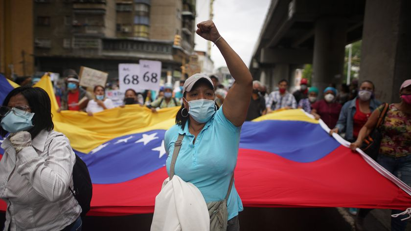 04 November 2020, Venezuela, Caracas: Healthcare workers shout slogans during a protest demanding better salaries amid the coronavirus pandemic. Photo: Rafael Hernandez/dpa 04/11/2020 ONLY FOR USE IN SPAIN
