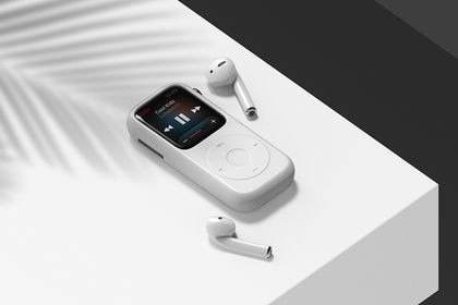 El Pod Case está hecho de silicona y le da un aspecto retro al Apple Watch