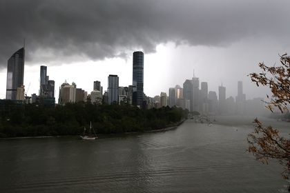 Storm clouds blanket the CBD of Brisbane, Monday, October 18, 2021. (AAP Image/Jono Searle) NO ARCHIVING AAPIMAGE / DPA 18/10/2021 ONLY FOR USE IN SPAIN