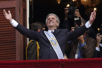 FILE - In this March 1, 2005 Uruguay's President Tabare Vazquez opens his arms to supporters from the balcony of the Government Palace in Montevideo, Uruguay. The former president died in Montevideo early Sunday, Dec. 6, 2020. He was 80-years-old. (AP Photo/Marcelo Hernandez, File)