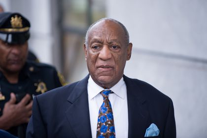 Norristown (United States), 24/09/2018.- (FILE) - US entertainer Bill Cosby (R) arrives for sentencing at the Montgomery County Courthouse in Norristown, Pennsylvania, USA, 24 September 2018 (reissued 30 June 2021). The Pennsylvania Supreme Court on 30 June 2021 overturned the conviction of Bill Cosby on sex assault charges. Cosby was found guilty on three counts including Aggravated Sexual Assault. (Estados Unidos) EFE/EPA/TRACIE VAN AUKEN *** Local Caption *** 54649388