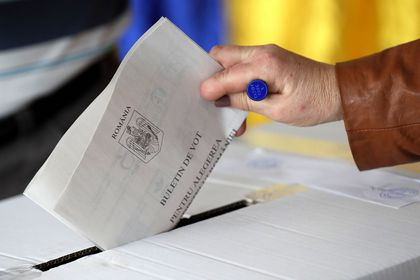 Romanians are voting for the first round of presidential elections