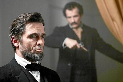 Billy Campbell como Lincoln