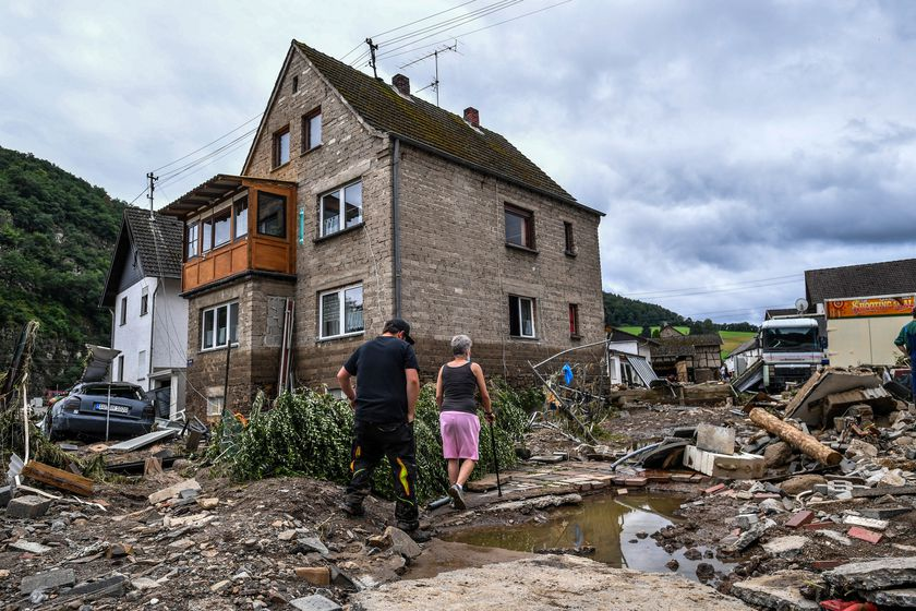 Schuld (Germany), 15/07/2021.- Residents inspect the damage after flooding in Schuld, Germany, 15 July 2021. Large parts of western Germany were hit by heavy, continuous rain in the night to Wednesday, resulting in local flash floods that destroyed buildings and swept away cars. (Inundaciones, Alemania) EFE/EPA/SASCHA STEINBACH