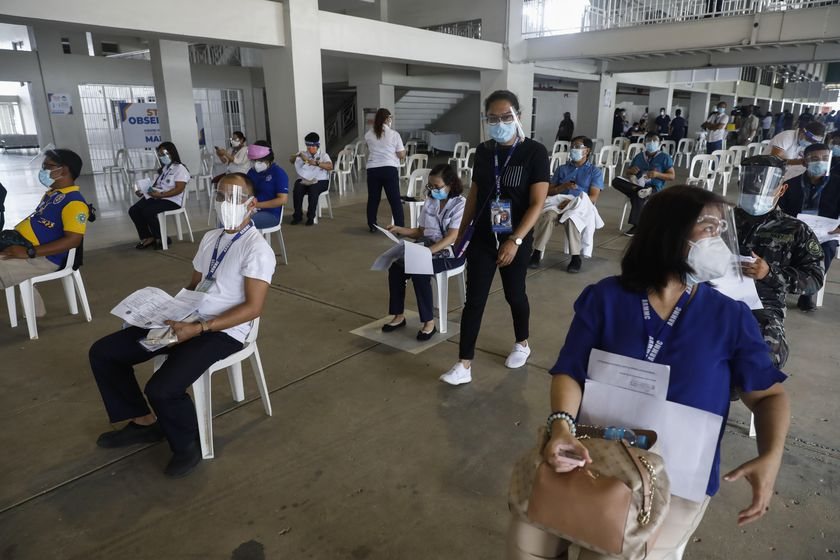 Manila (Philippines), 02/03/2021.- Hospital workers who received their doses of Sinovac COVID-19 vaccine take seats in an observation area used to check for possible side effects, at a sports complex in Marikina City, Metro Manila, Philippines 02 March 2021. The first shipment of Sinovac vaccine from China arrived on 28 February, more than a year after the Philippines announced its first recorded case of the coronavirus in the country. (Filipinas) EFE/EPA/ROLEX DELA PENA
