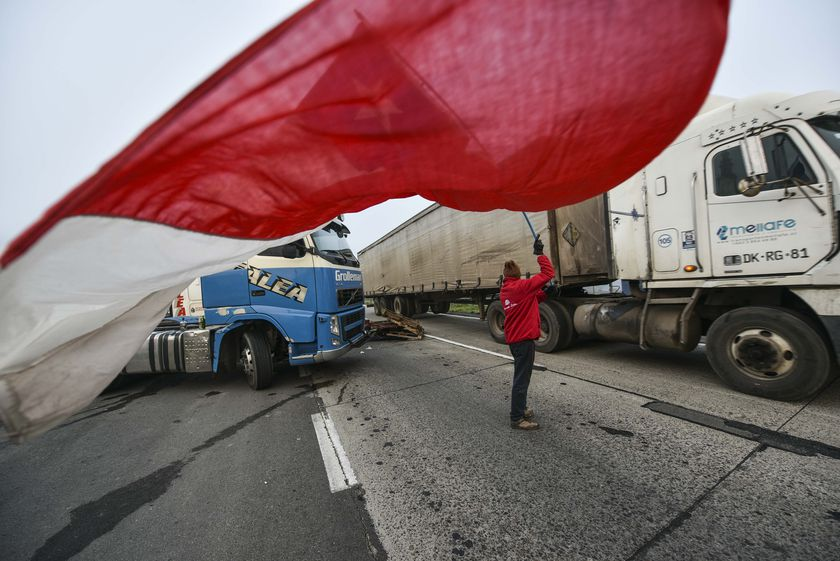 Truck drivers protest in Chile