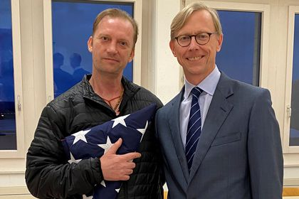Michael White, a freed U.S. Navy veteran detained in Iran since 2018, poses with U.S. Special Envoy for Iran Brian Hook in Zurich