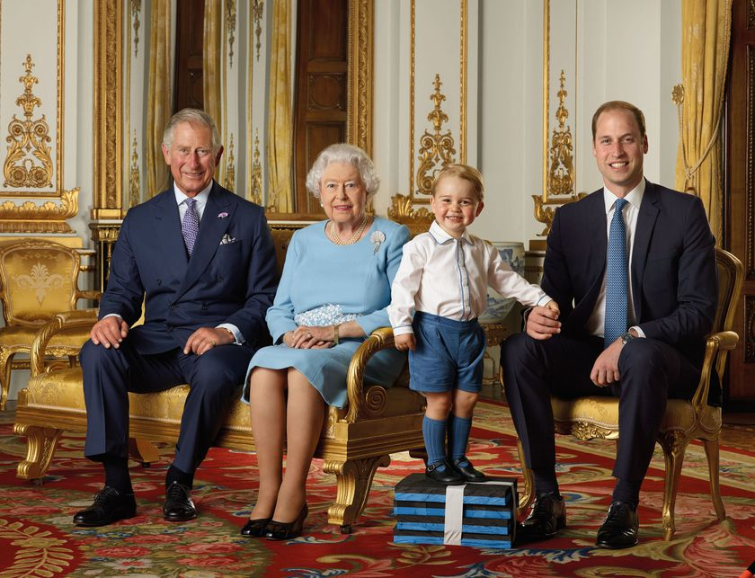 Queen Elizabeth poses with heirs to throne