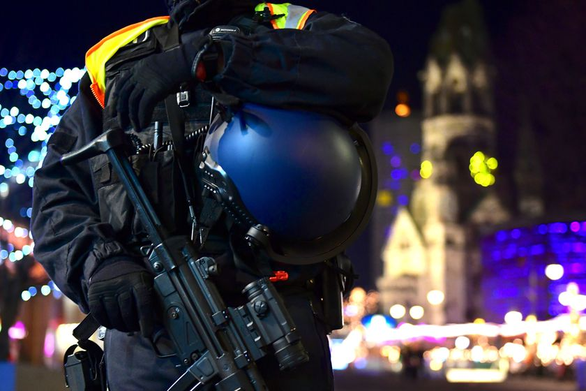 Berlin Christmas market evacuated due to suspicious object
