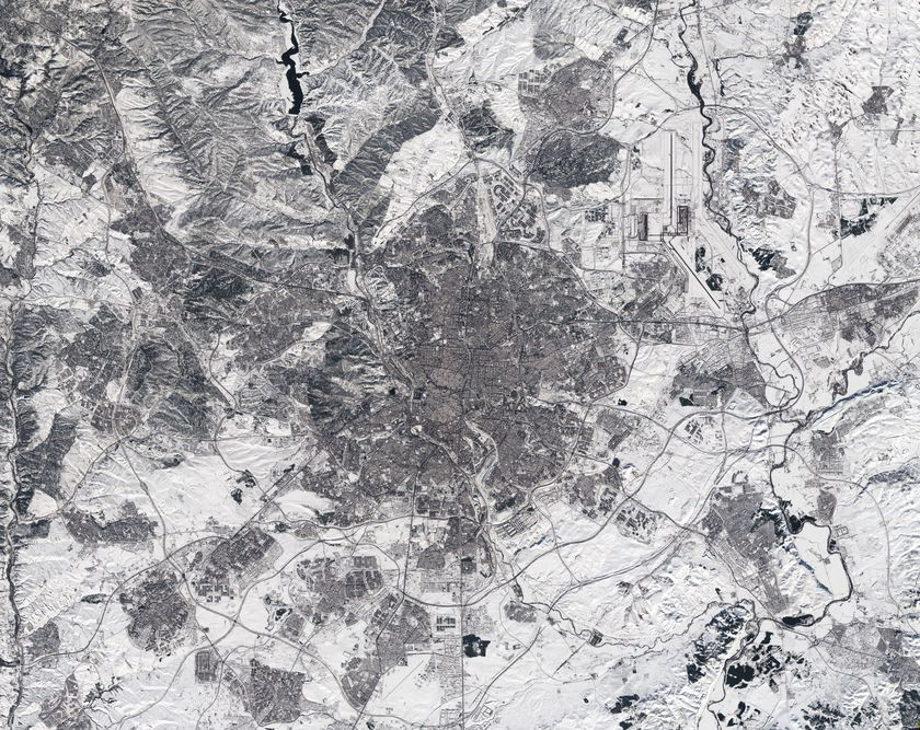 Captured by the Copernicus Sentinel-2 mission on 11 January 2021 at 12:14 CET, this image of Madrid in Spain appears to have been taken in black and white. In fact, it is a true-colour image – but the heaviest snowfall in 50 years has blanketed the region, turning the landscape white.  Storm Filomena hit Spain over the weekend, blanketing parts of the country in thick snow and leaving half of the country on red alert. Madrid, one of the worst affected areas, was brought to a standstill with the airport having to be closed, trains cancelled and roads blocked.