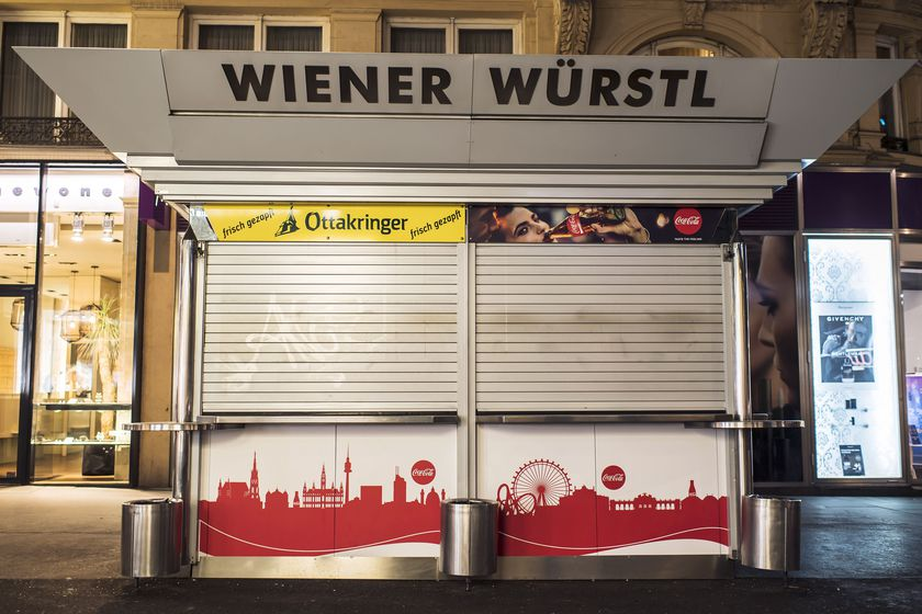 Saturday night at a Wuerstelstand without sausages
