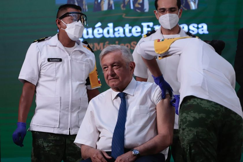 20 April 2021, Mexico, Mexico City: Mexican President Andres Manuel Lopez Obrador receives a coronavirus vaccine jab at the National Palace. Photo: -/El Universal via ZUMA Wire/dpa 20/04/2021 ONLY FOR USE IN SPAIN