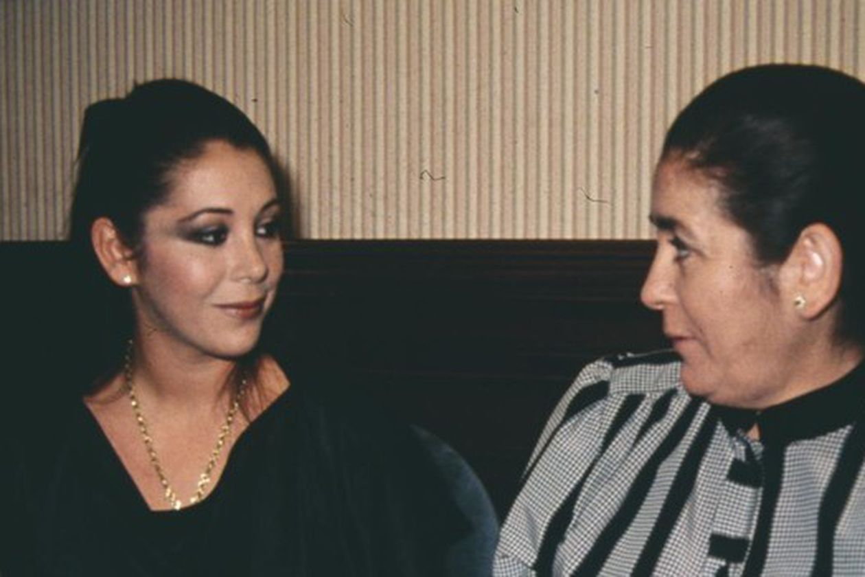 Why does Isabel Pantoja hide grandmother Ana's seriousness from her children?