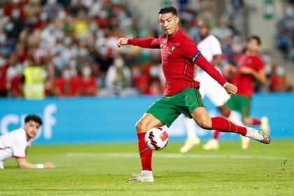 Faro (Portugal), 09/10/2021.- Portugal's Cristiano Ronaldo in action during the international friendly soccer match Portugal vs Qatar at Algarve held at Algarve stadium in Faro, Portugal, 09 October 2021. Portugal will face Luxembourg for the FIFA World Cup Qatar 2022 qualifying Group A soccer match next 12 October. (Futbol, Amistoso, Mundial de Fútbol, Luxemburgo, Luxemburgo, Catar) EFE/EPA/ANTONIO COTRIM