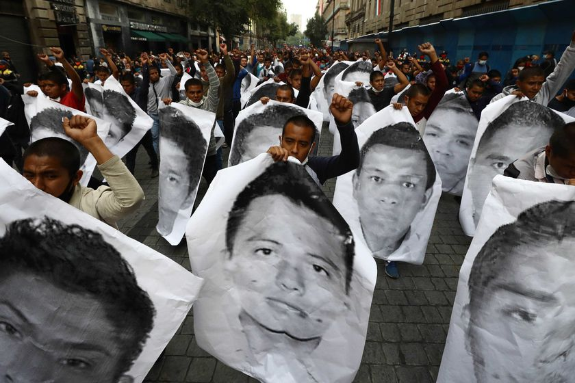 26 September 2020, Mexico, Mexico City: Students and parents of the 43 students from Ayotzinapa Rural Teachers' College, who were forcibly abducted and then disappeared in Iguala, take part in a march at Zocalo square to demand justice after six years of disappearances. Photo: -/El Universal via ZUMA Wire/dpa   26/09/2020 ONLY FOR USE IN SPAIN