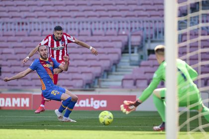 Carrasco dispara a portería