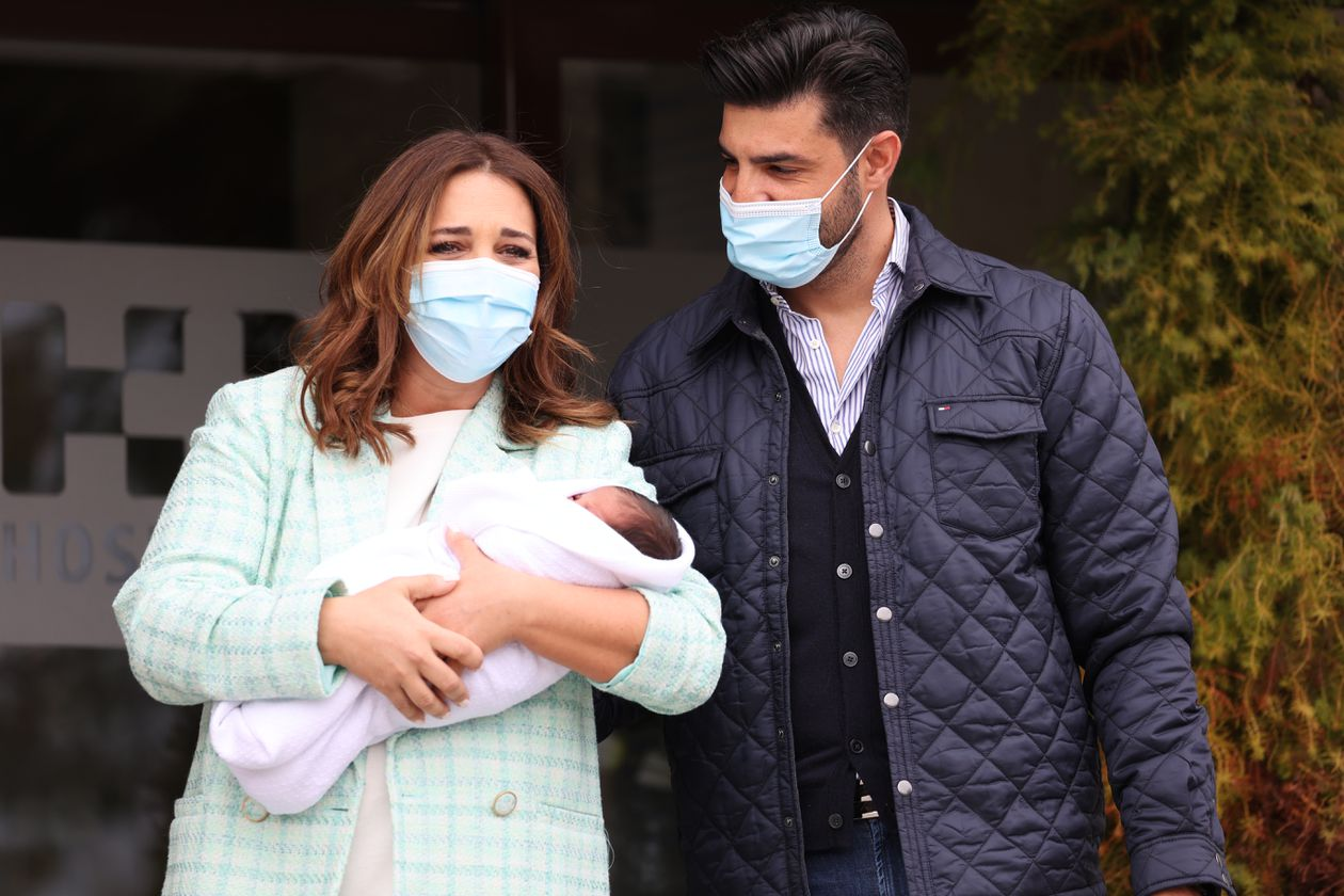 Paula Echevarría leaves the hospital with Miguel Jr. in her arms