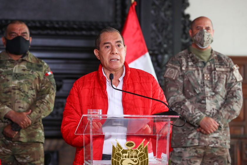 Peruvian opposition contact senior military command officials during impeachment proceedings