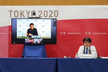Tokyo (Japan), 17/02/2021.- Christophe Dubi (on the screen), Olympic Games Executive Director, speaks remotely during the International Olympic Committee (IOC), the International Paralympic Committee (IPC) and the Tokyo Organising Committee of the Olympic & Paralympic Games (Tokyo 2020) joint press briefing in Tokyo, Japan, 17 February 2021 (issued 22 February 2021). Tokyo 2020, IOC and IPC hosted a joint working meeting via teleconference focusing COVID-19 countermeasures during 15-17 this month. (Japón, Tokio) EFE/EPA/Du Xiaoyi / POOL