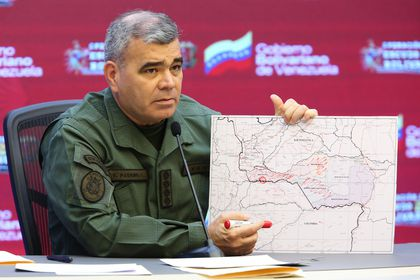 HANDOUT - 05 April 2021, Venezuela, Caracas: Vladimir Padrino, Defence Minister of Venezuela, shows a map with markings on the border with Colombia. Eight military personnel were reportedly killed in fighting between the Venezuelan military and armed Colombian gangs, according to information from the Venezuelan ministry. Photo: -/Prensa Miraflores/dpa - ATTENTION: editorial use only and only if the credit mentioned above is referenced in full 05/04/2021 ONLY FOR USE IN SPAIN