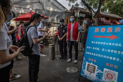Beijing (China), 04/08/2021.- People wearing protective face masks scan QR code to show their health code to the security guards for entering the Nanluoguxiang alley amid the coronavirus pandemic in Beijing, China, 04 August 2021. China's National Health Commission reported 71 locally transmitted Covid-19 cases for 03 August. The coronavirus outbreak, caused mainly by the Delta variant, was first detected on 20 July in Nanjing, Jiangsu province, and has already infected more than 400 people and spread in 25 cities including Wuhan city, where the coronavirus first emerged, and the capital Beijing. EFE/EPA/ROMAN PILIPEY
