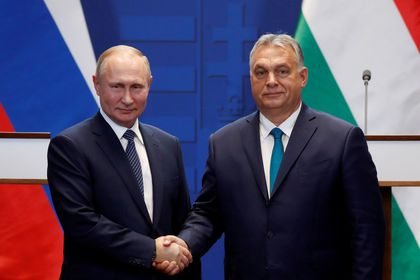 FILE PHOTO: Hungarian Prime Minister Viktor Orban and Russian President Vladimir Putin attend a news conference following their talks in Budapest