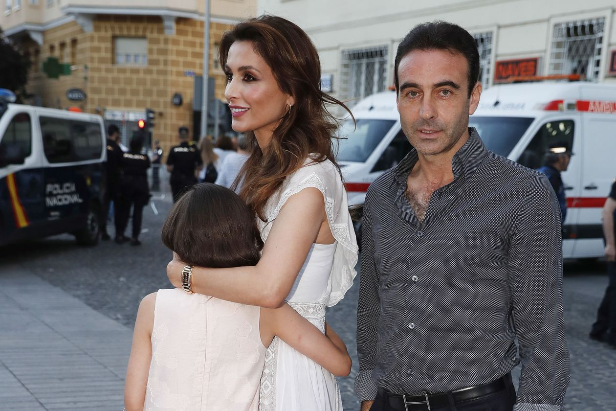 Enrique Ponce and Paloma Cuevas, together in the First Communion of their daughter Bianca