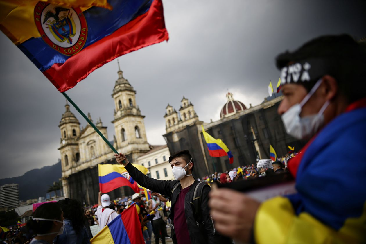 """Protests in Colombia are kept alive shouting """"no more violence"""""""