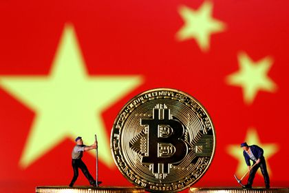 FILE PHOTO: Small toy figurines are seen on representations of the Bitcoin virtual currency displayed in front of an image of China's flag in this illustration picture, April 9, 2019. REUTERS/Dado Ruvic/Illustration/File Photo