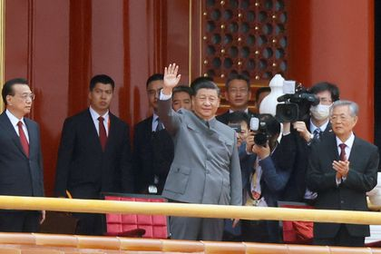 Chinese President Xi Jinping waves next to Premier Li Keqiang and former president Hu Jintao at the end of the event marking the 100th founding anniversary of the Communist Party of China, on Tiananmen Square in Beijing, China July 1, 2021. REUTERS/Carlos Garcia Rawlins     TPX IMAGES OF THE DAY
