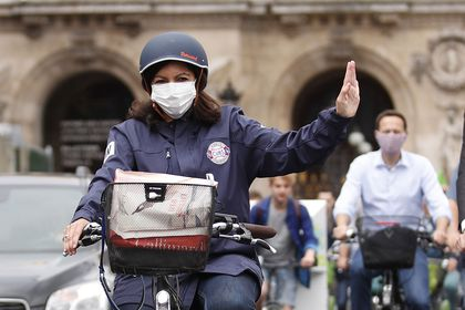 Anne Hidalgo campaigns for municipal elections in Paris