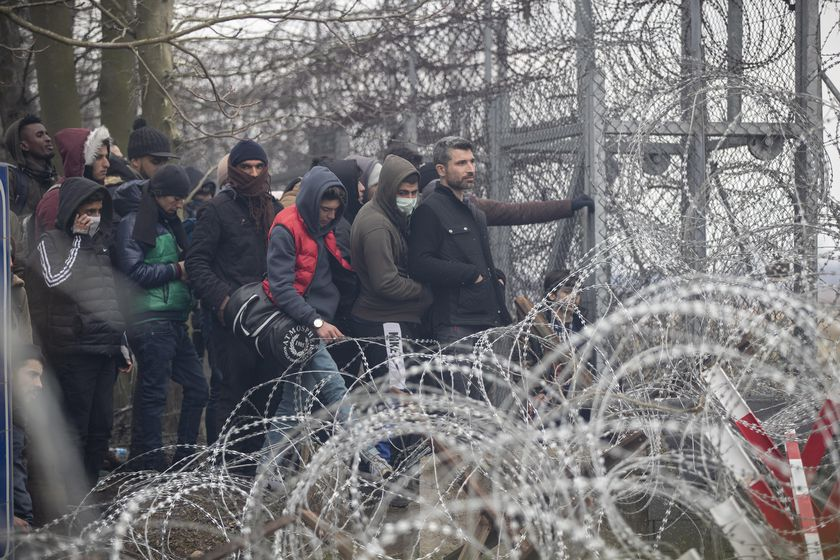 Refugees and migrants gather at Turkish-Greek land border