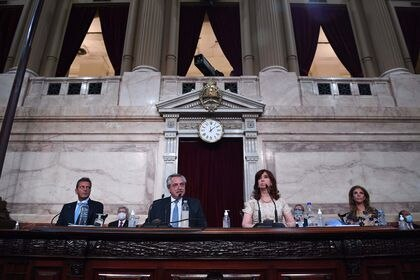 01 March 2021, Argentina, Buenos Aires: Alberto Fernandez (2nd L), president of Argentina, delivers his State of the Nation address to mark the opening of the 2021 congressional session. Photo: Prensa Senado/telam/dpa