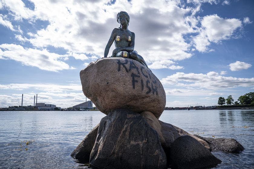 'Racist Fish' message spraypainted on Copenhagen's iconic 'Little Mermaid' statue