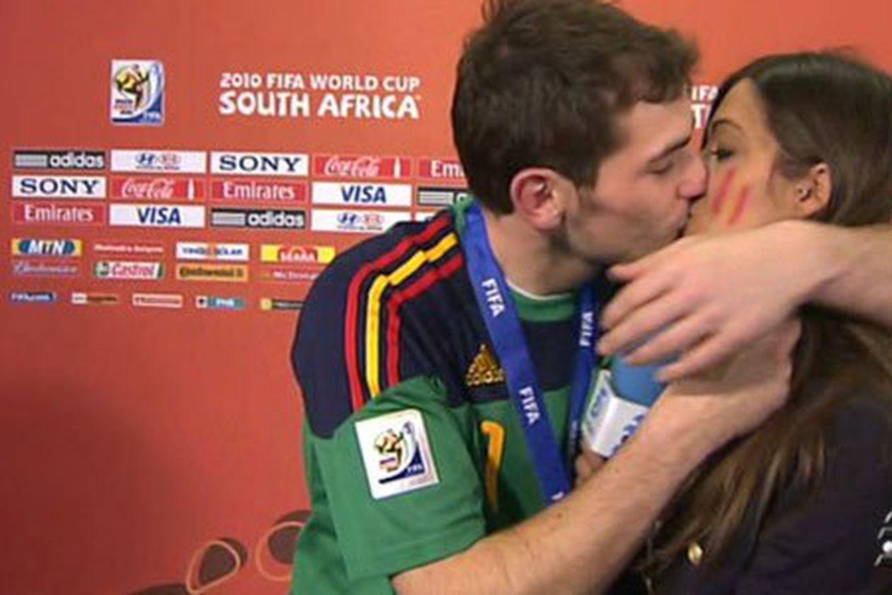 Casillas, Carbonero and the most famous kiss in the history of Spanish football